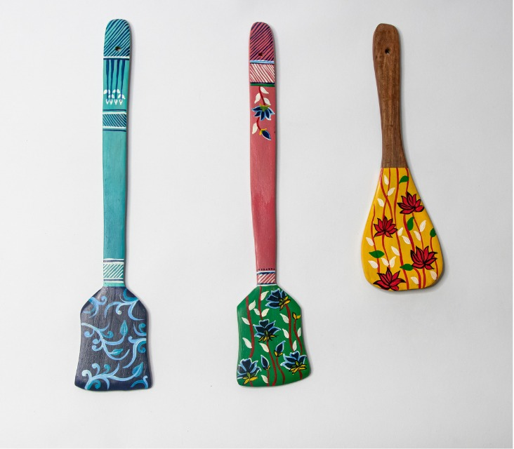 """Vistosa"" Hand Painted Wooden spatula Wall Hangings -Set of 3"